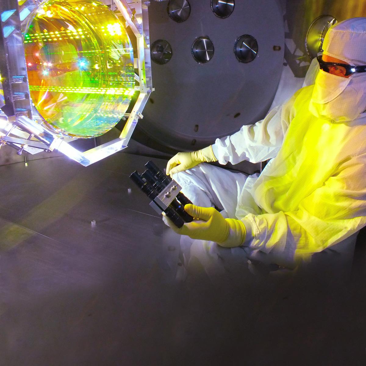https://www.einstein-online.info/wp-content/uploads/Vertiefungsthemen_Gravitationswellen_9_Aligo_©_Matt_Heintze_Caltech_MIT_LIGO_Lab-4.jpg